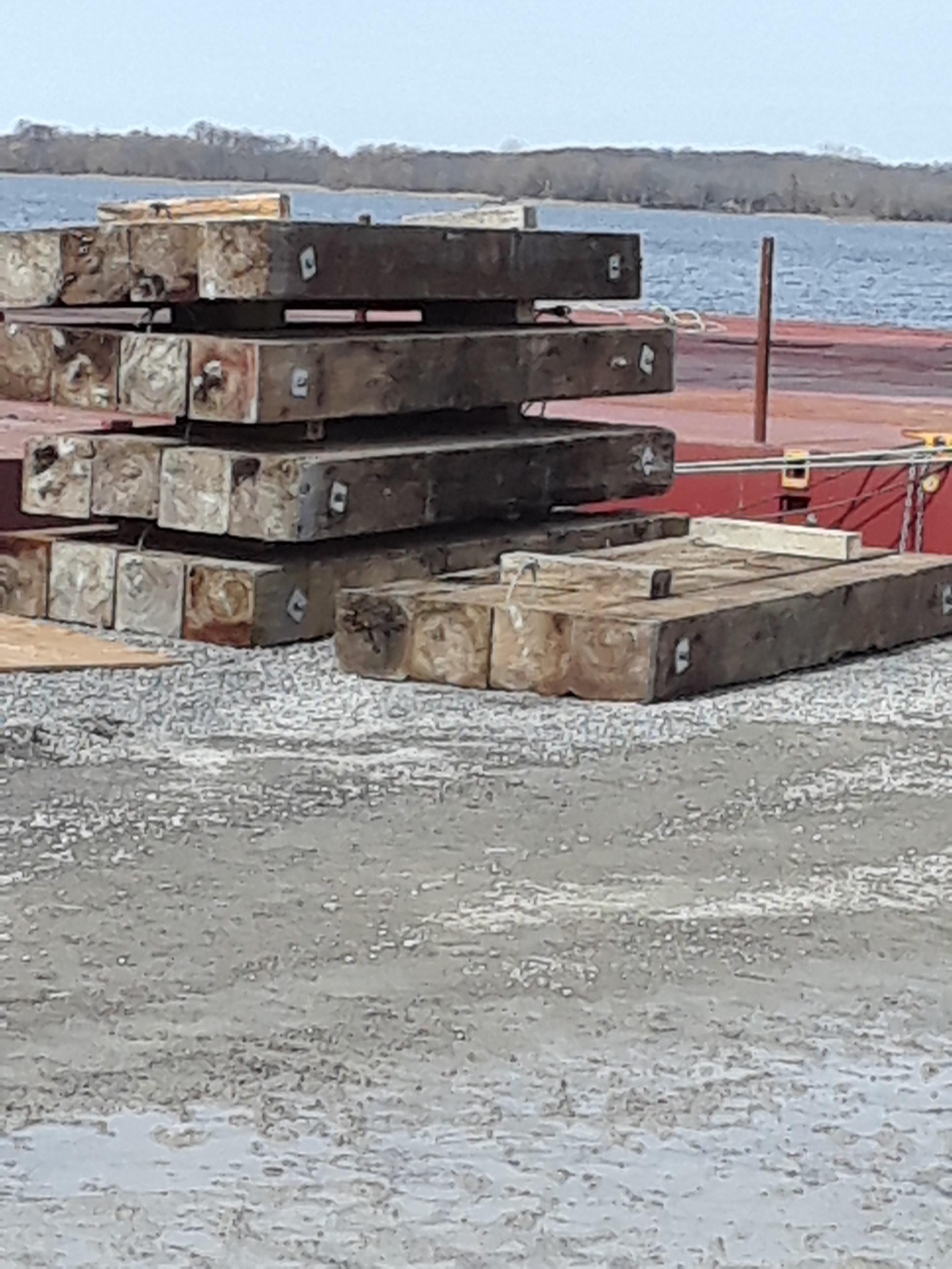 Platform for barge crane