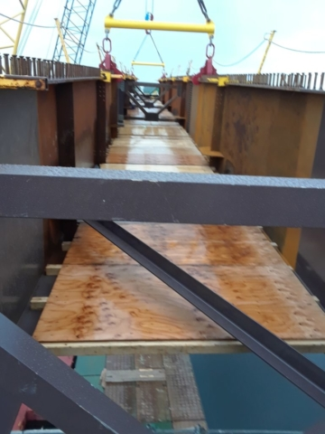 Attached girders with false decking for placement