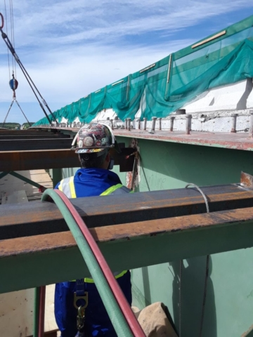 Cutting girder for removal
