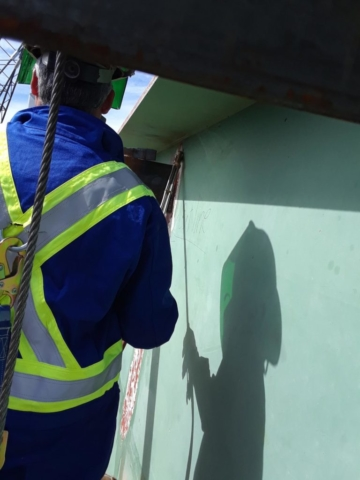 Cutting girder to be removed