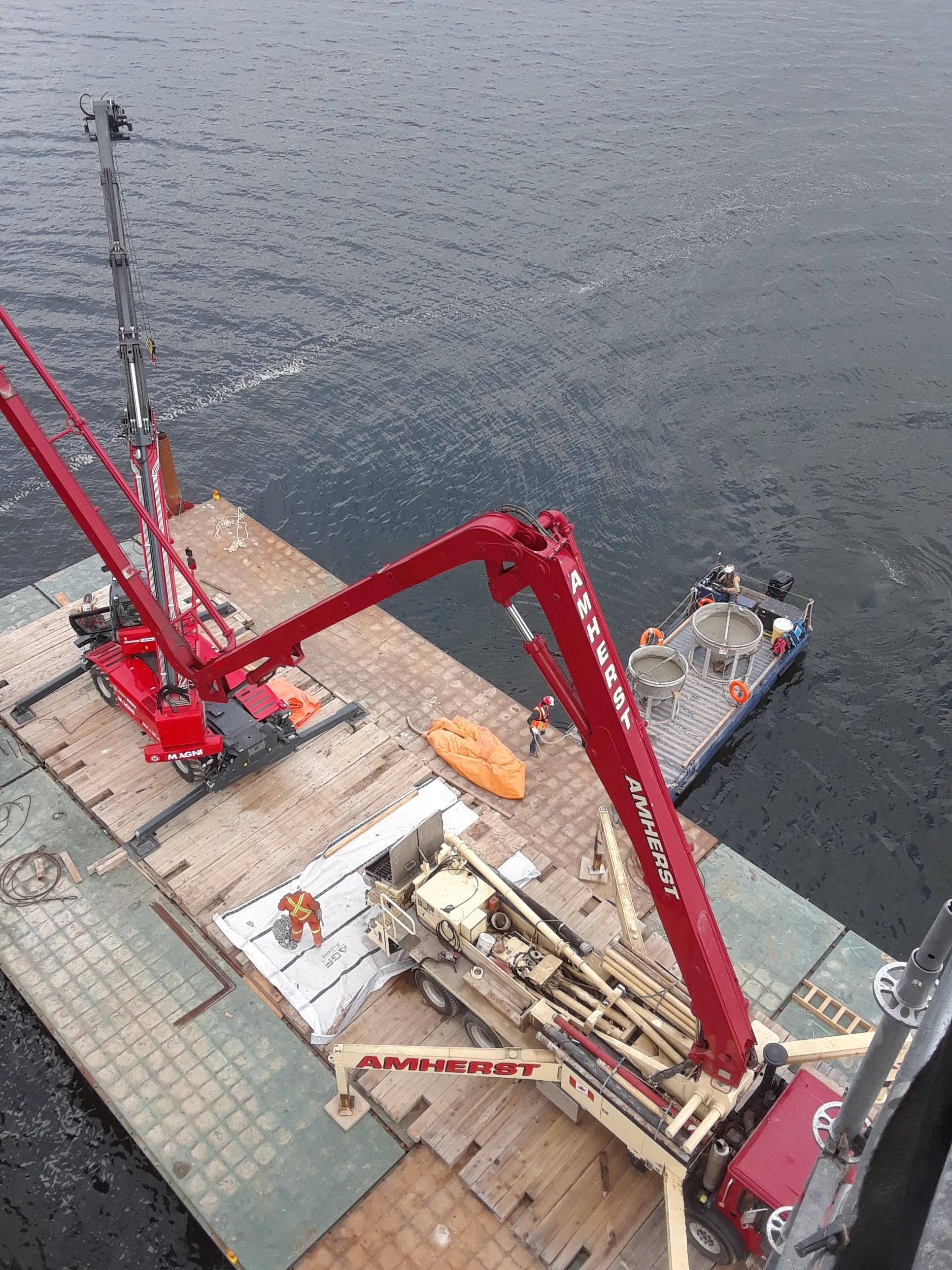 Barges set for concrete placement / arrival of concrete