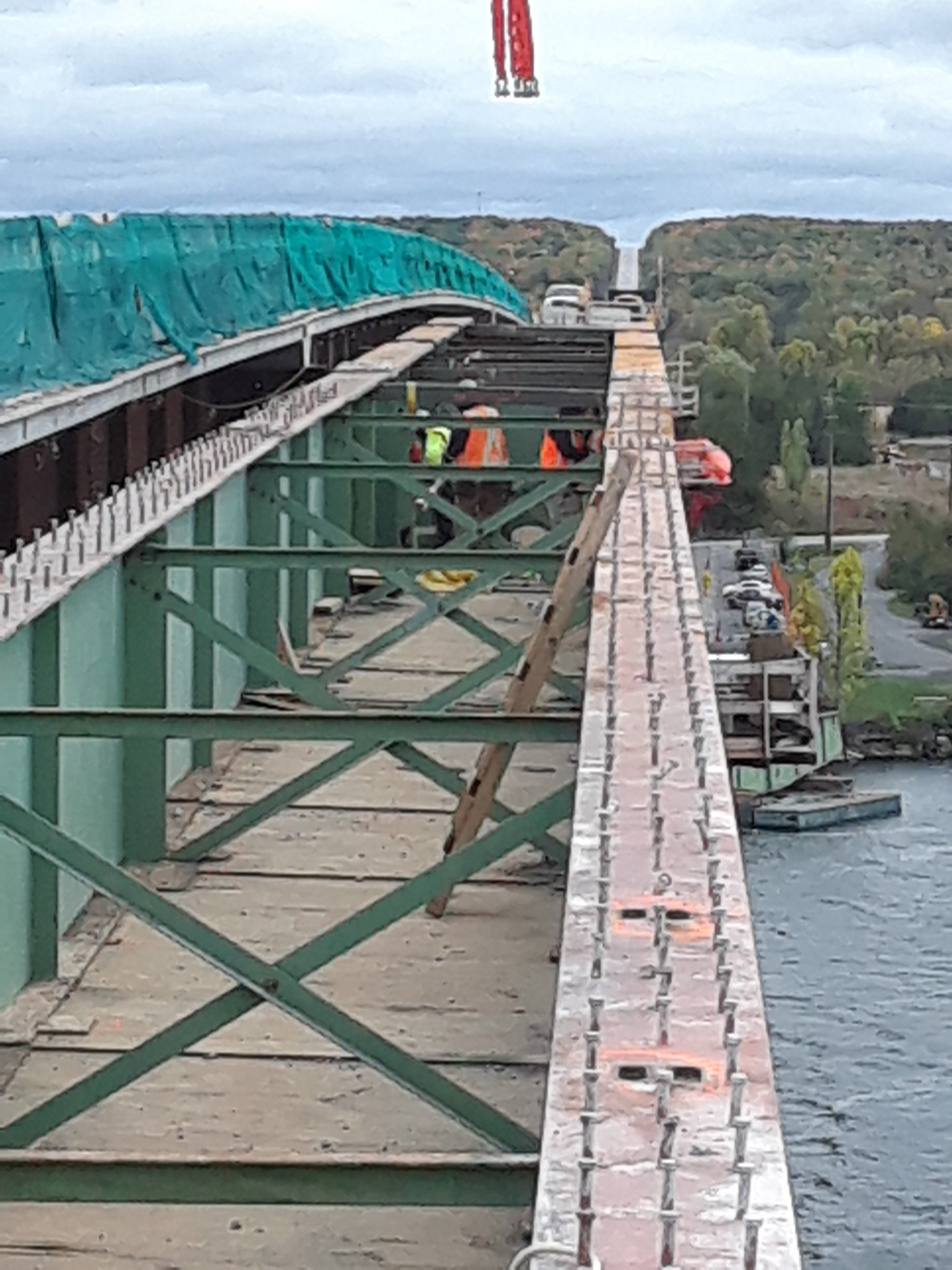 Removal of false decking prior to girder removal