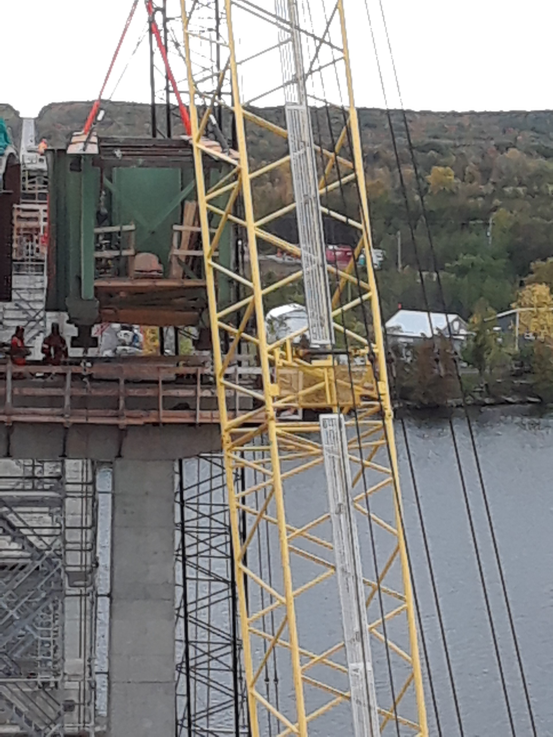 Hammer head Girder being lifted from the pier cap