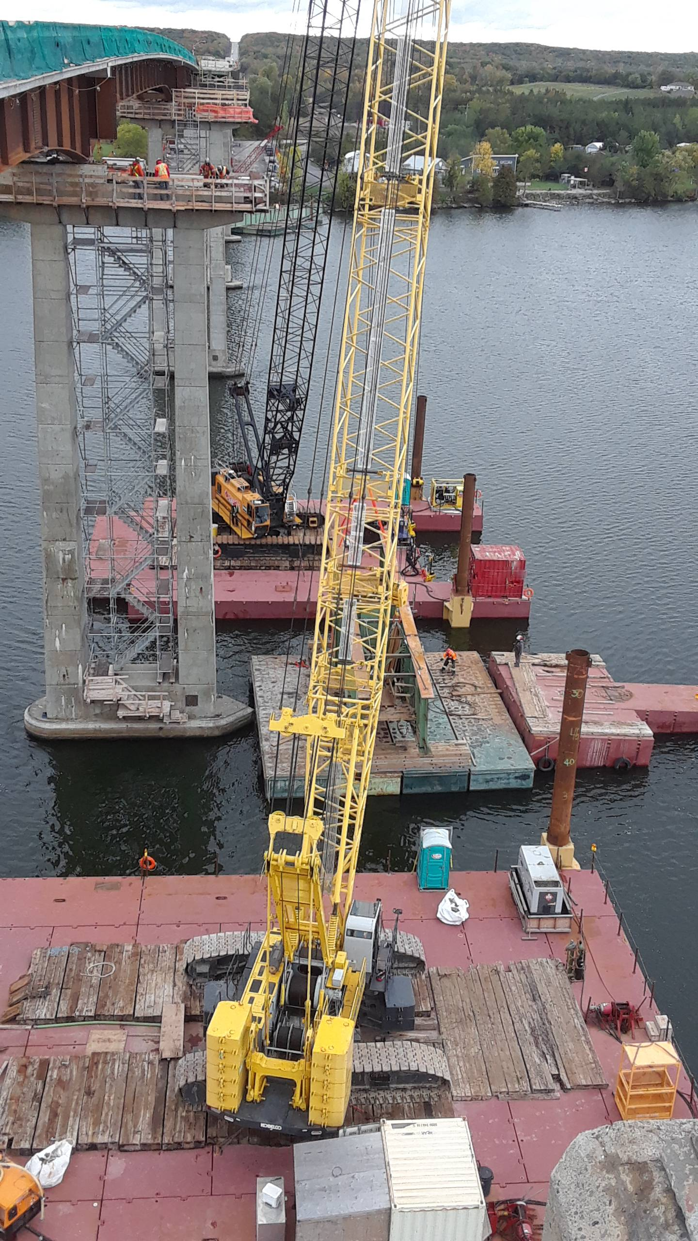 Hammer Head girder being placed on the barge