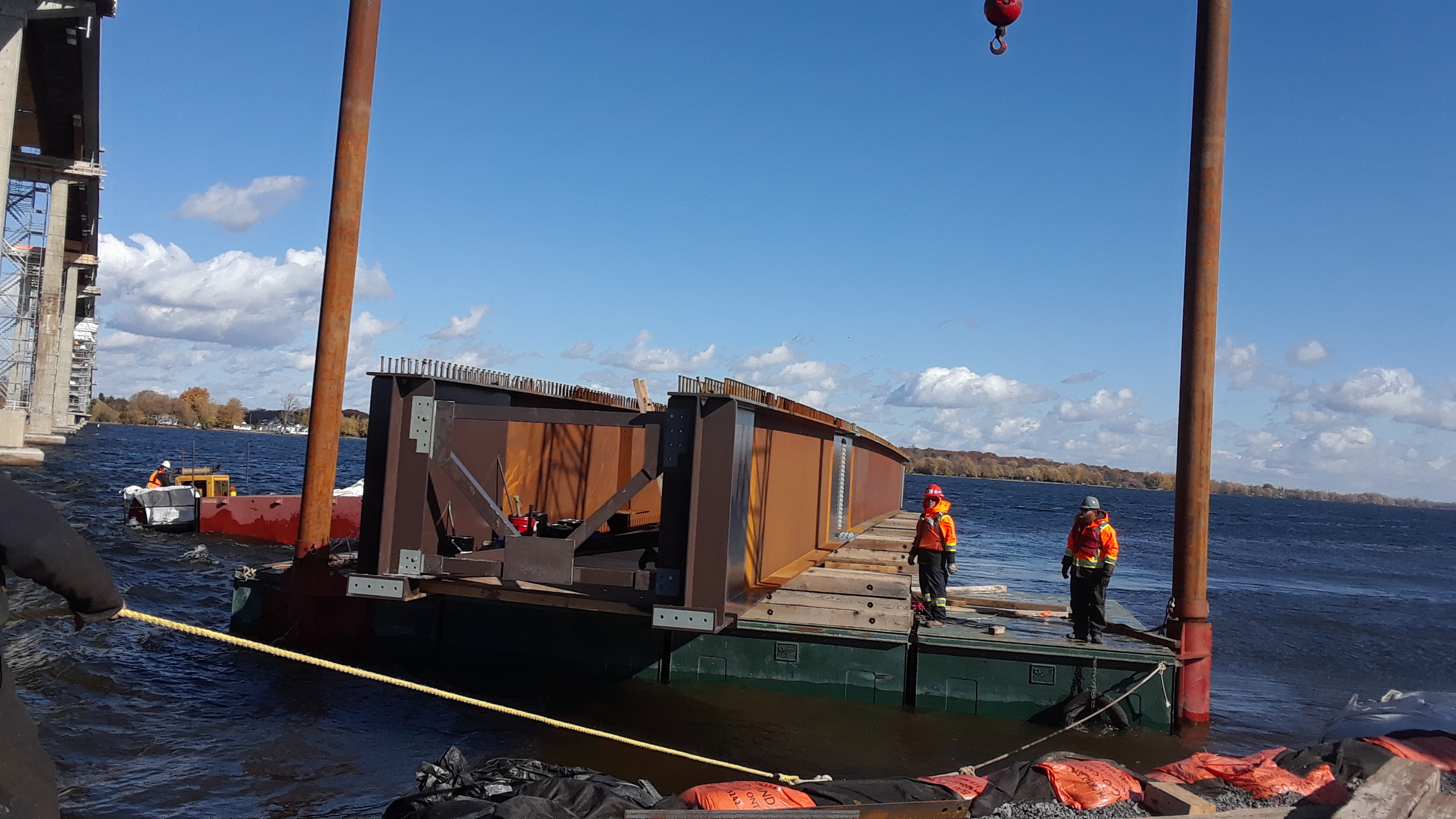 Moving the barge and the Approach girder into shore