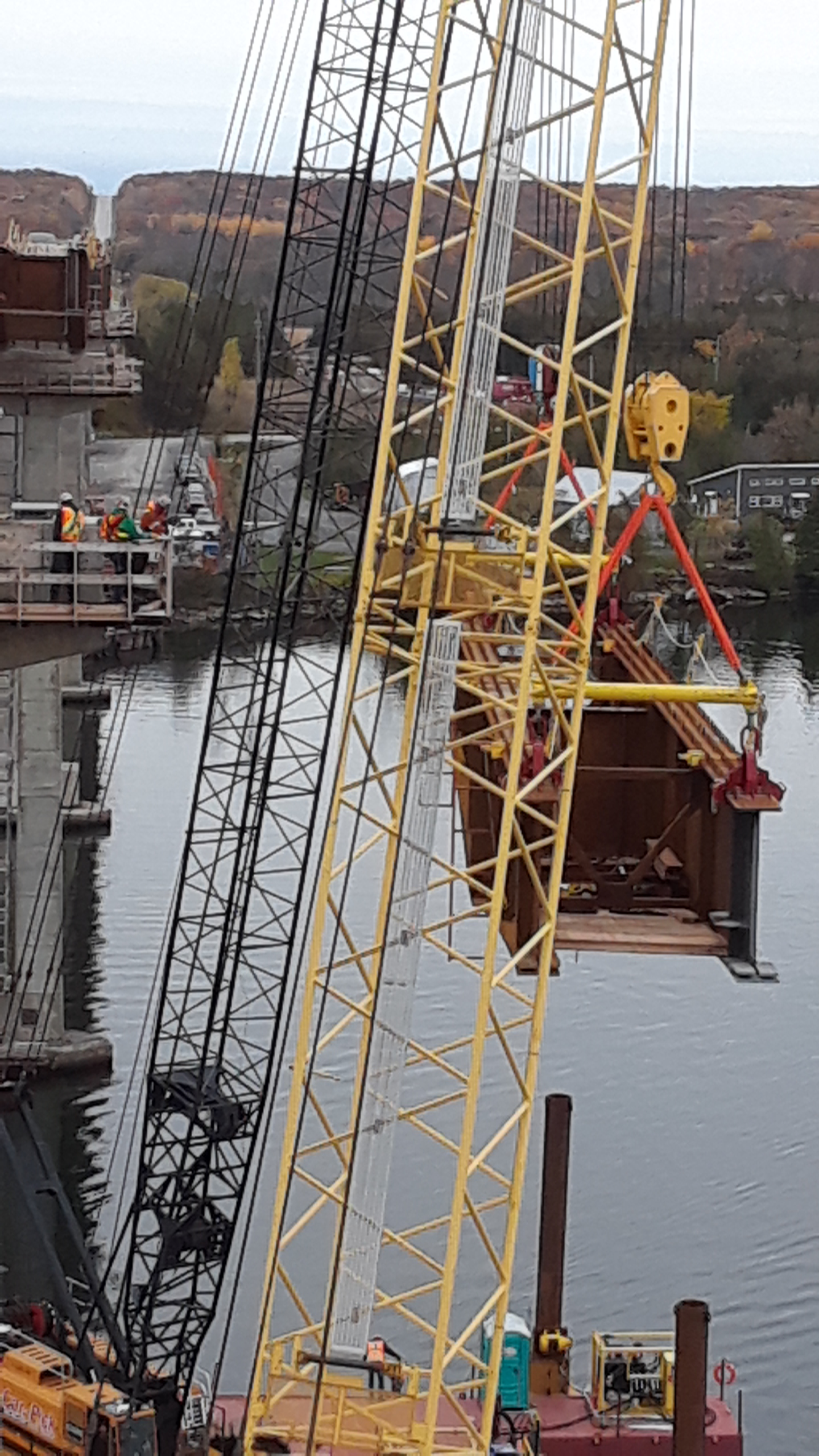 Second Hammer Head girder being lifted into place