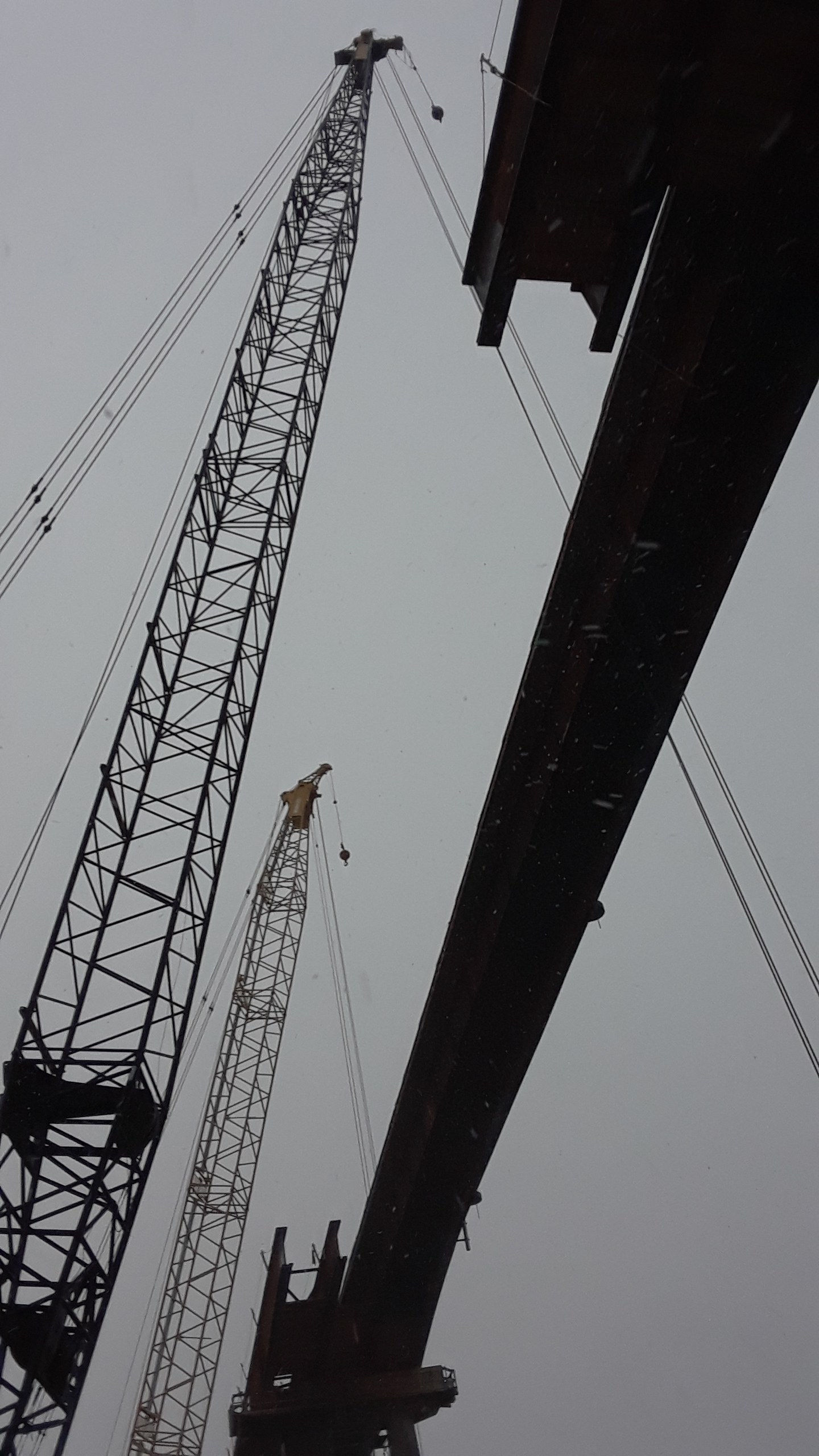 Final section between girders awaiting lift-in
