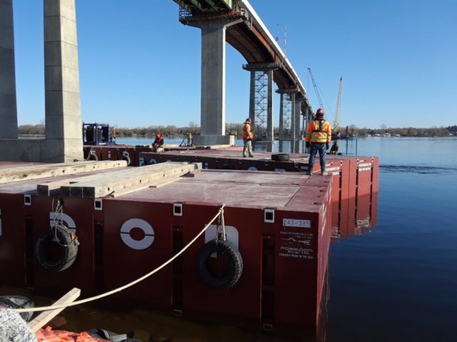 Preparing to move the barge section