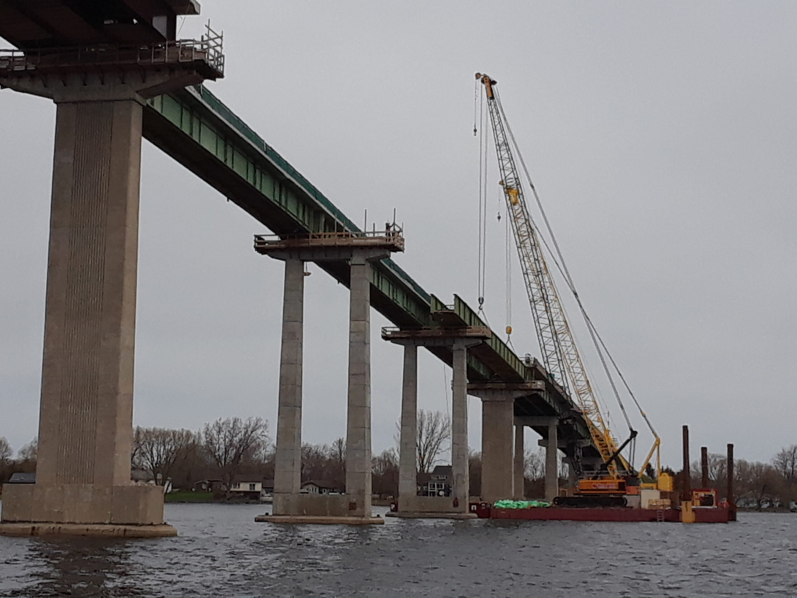 Setting up the cranes for the fourth girder removal