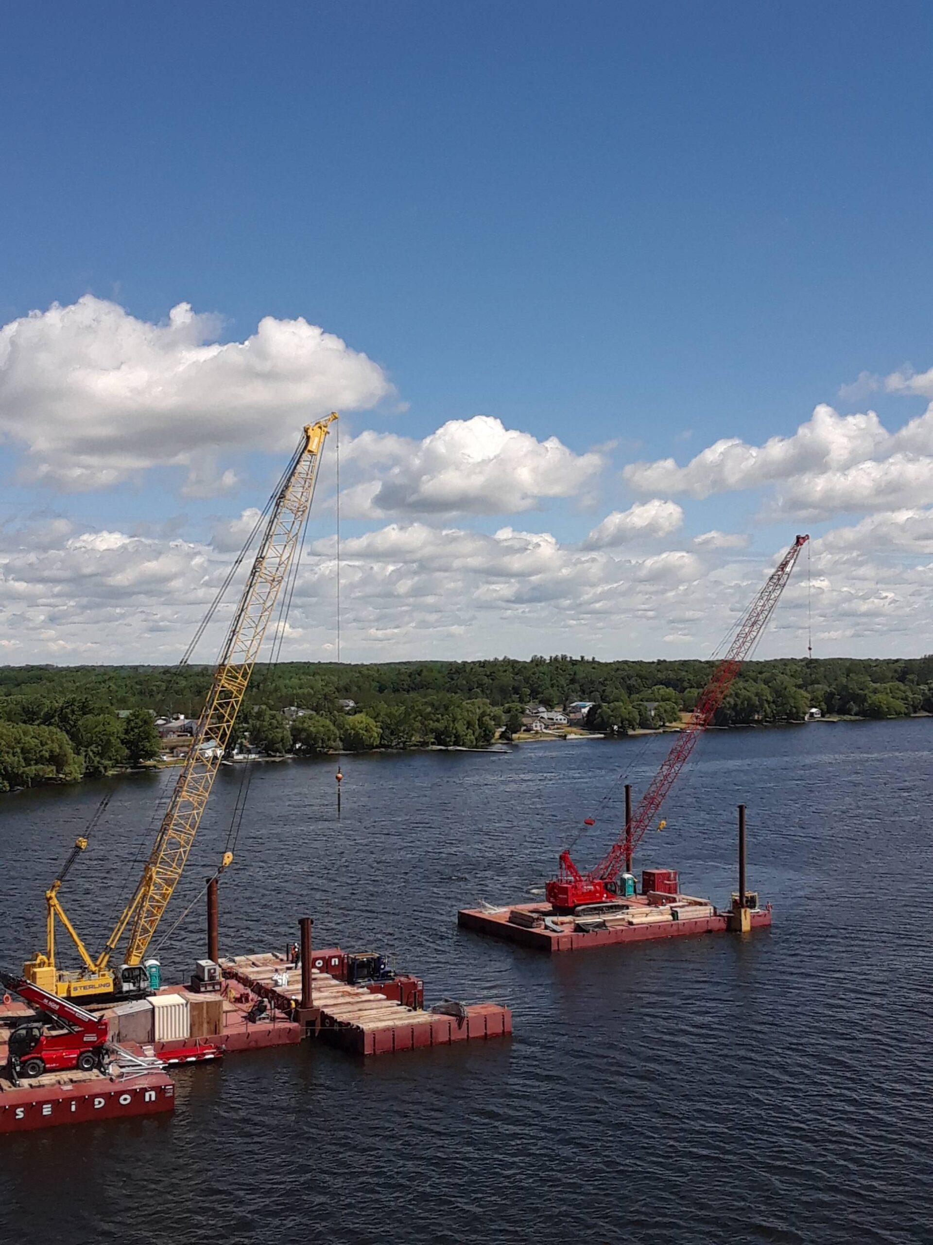 Moving the 110 ton crane barge