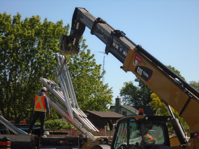 Support brackets being offloaded by the telehandler