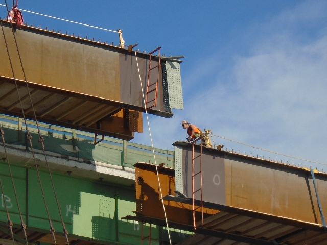 Close view of the girder being lowered into place (pier 6 end)