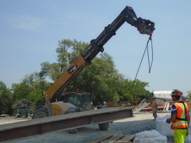 Removing the ramps after loading the crane