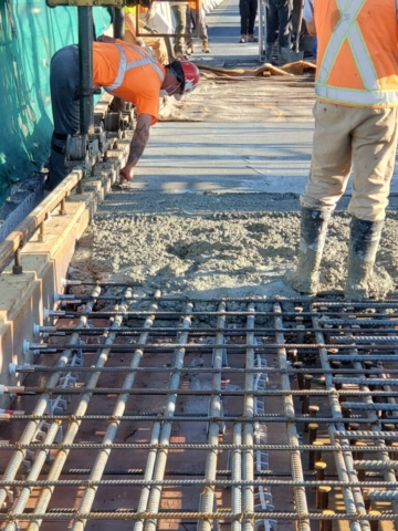 Troweling the edges of the concrete