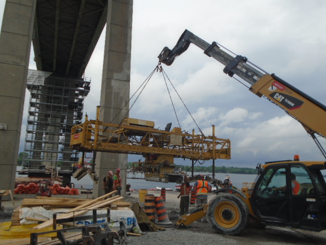 Offloading the concrete finisher from the barge