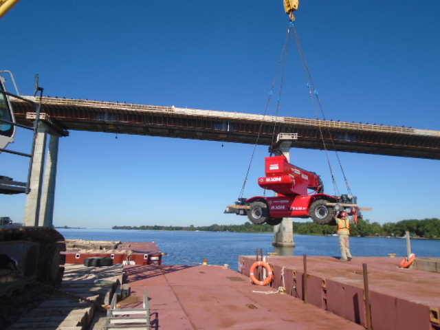 200 ton crane moving the Magni lift from one barge to the other