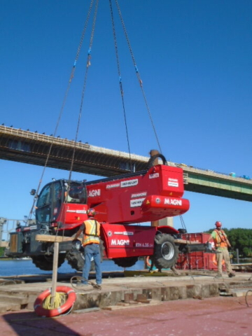 Lowering the Magni lift onto the barge