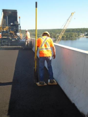 Tamping the new asphalt