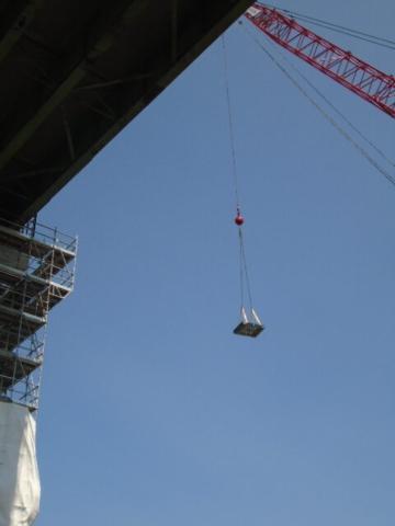 110 ton crane lifting equipment to pier 12