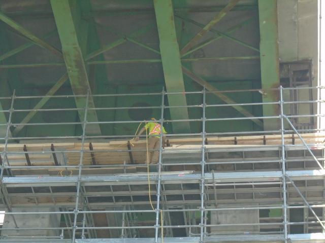 Building the work platform on pier 12