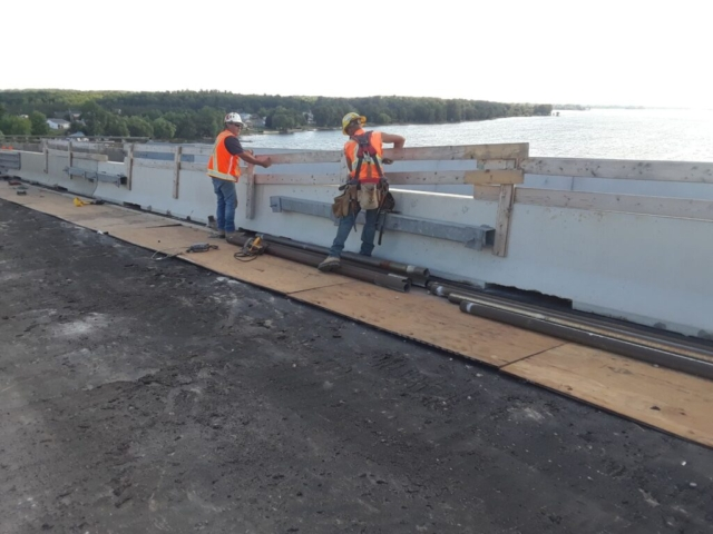 Building screen fencing on the top of the newly placed TCB