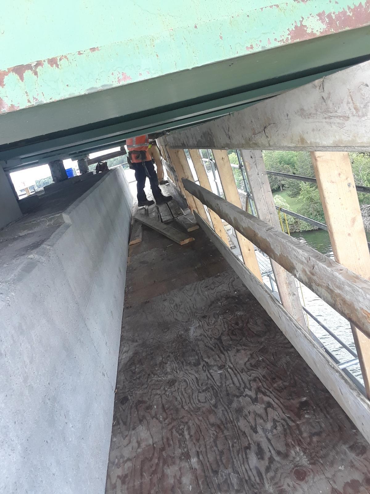 Pier cap 12, work platform build