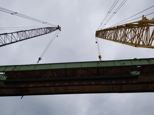 Both 200 ton cranes hooked up to the center girder section for removal