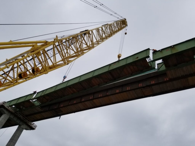 Center girder section being lowered