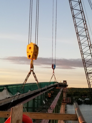 Preparing the second approach girder for removal