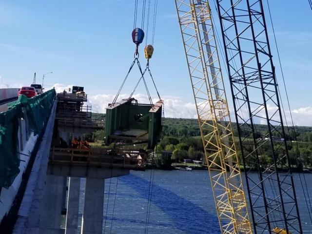 Starting to lower the haunch girder