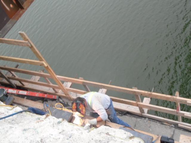 Welding the bearings on pier 5