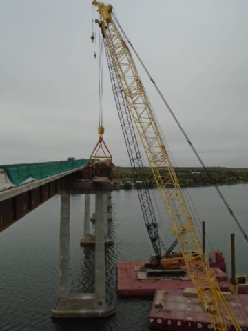 Expanded view of the haunch girder and both 200 ton cranes