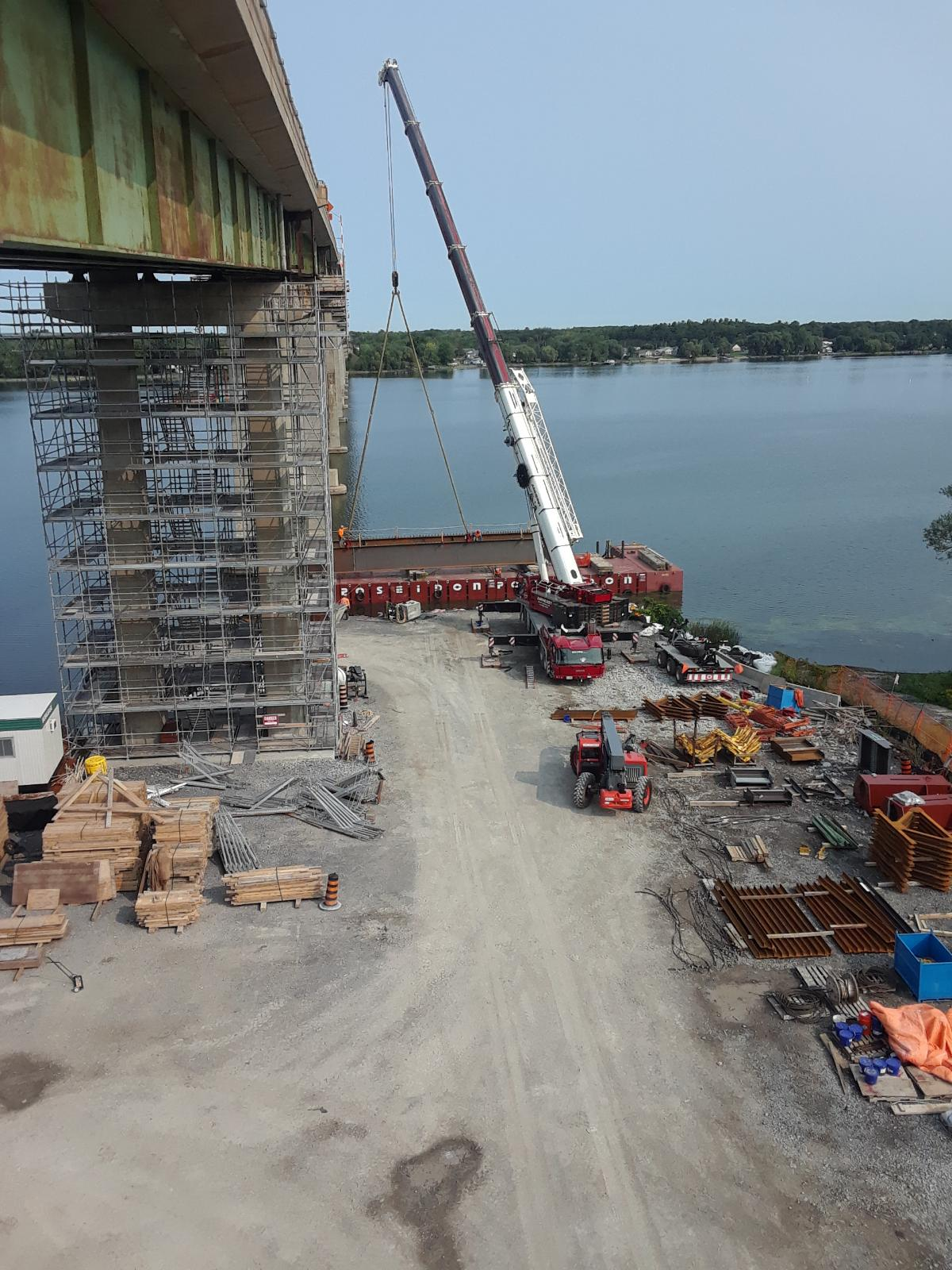 Top view - Lowering the second girder piece onto the barge