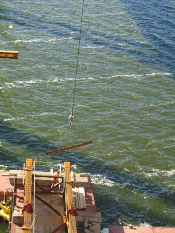 Lifting the wind bracing from the barge to the installed girders