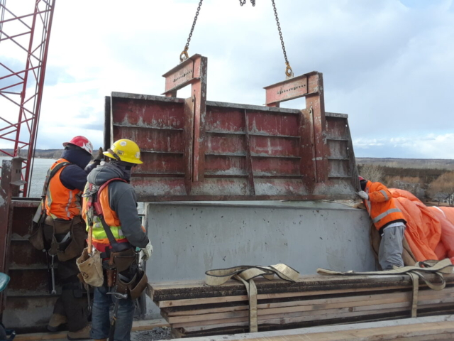 Lowering the concrete form into place