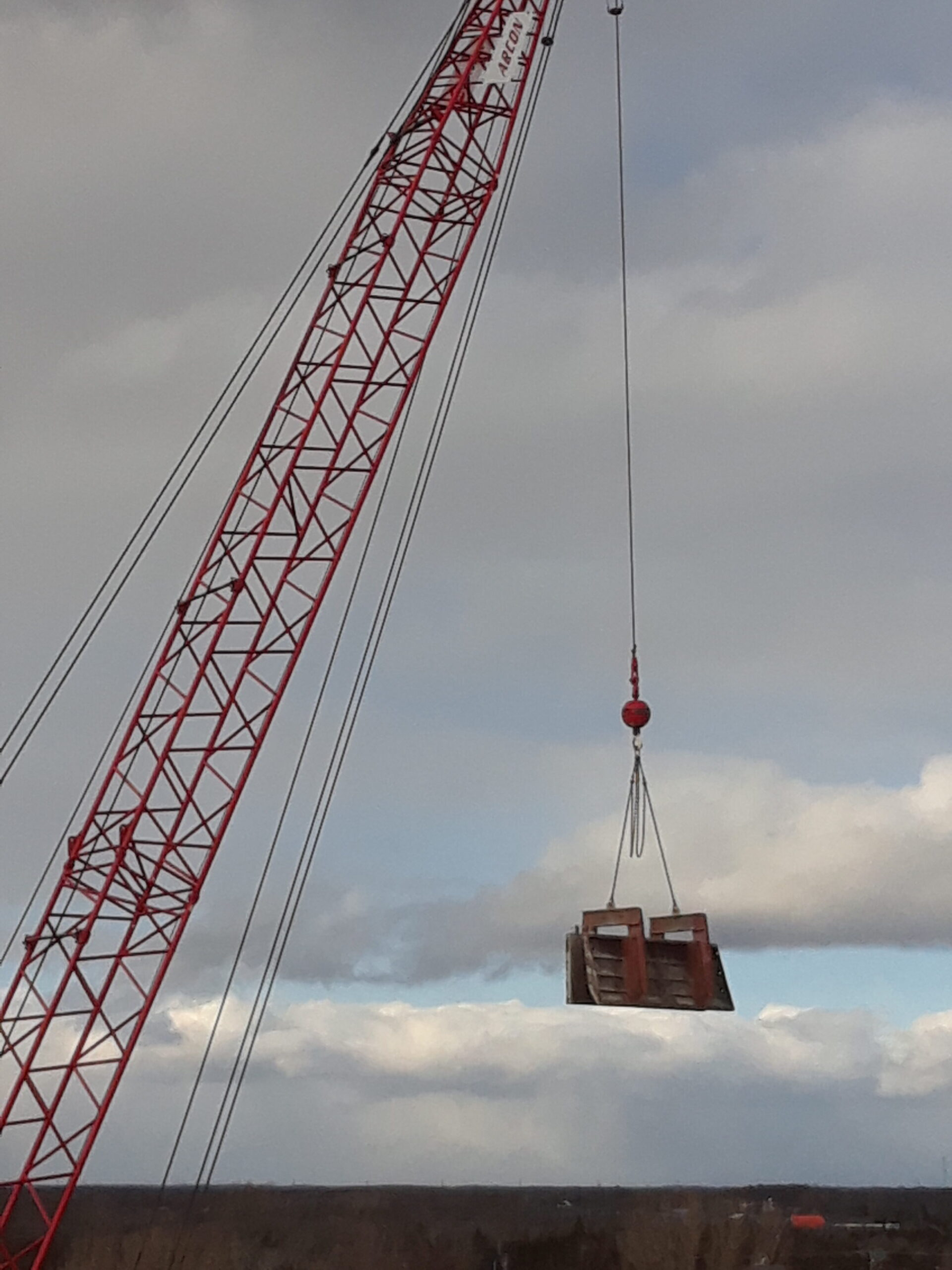 Removing formwork with the crane to the barge