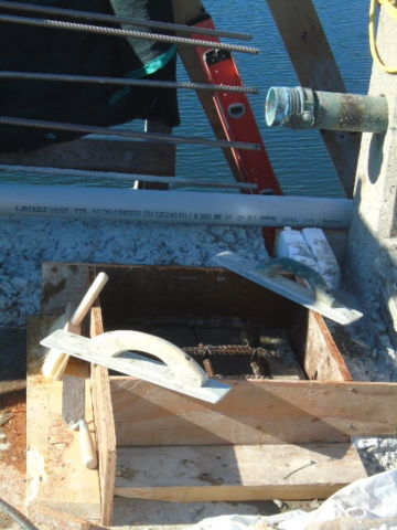 Formwork for temporary expansion joint