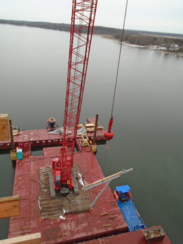 Lowering the support bracket to the barge