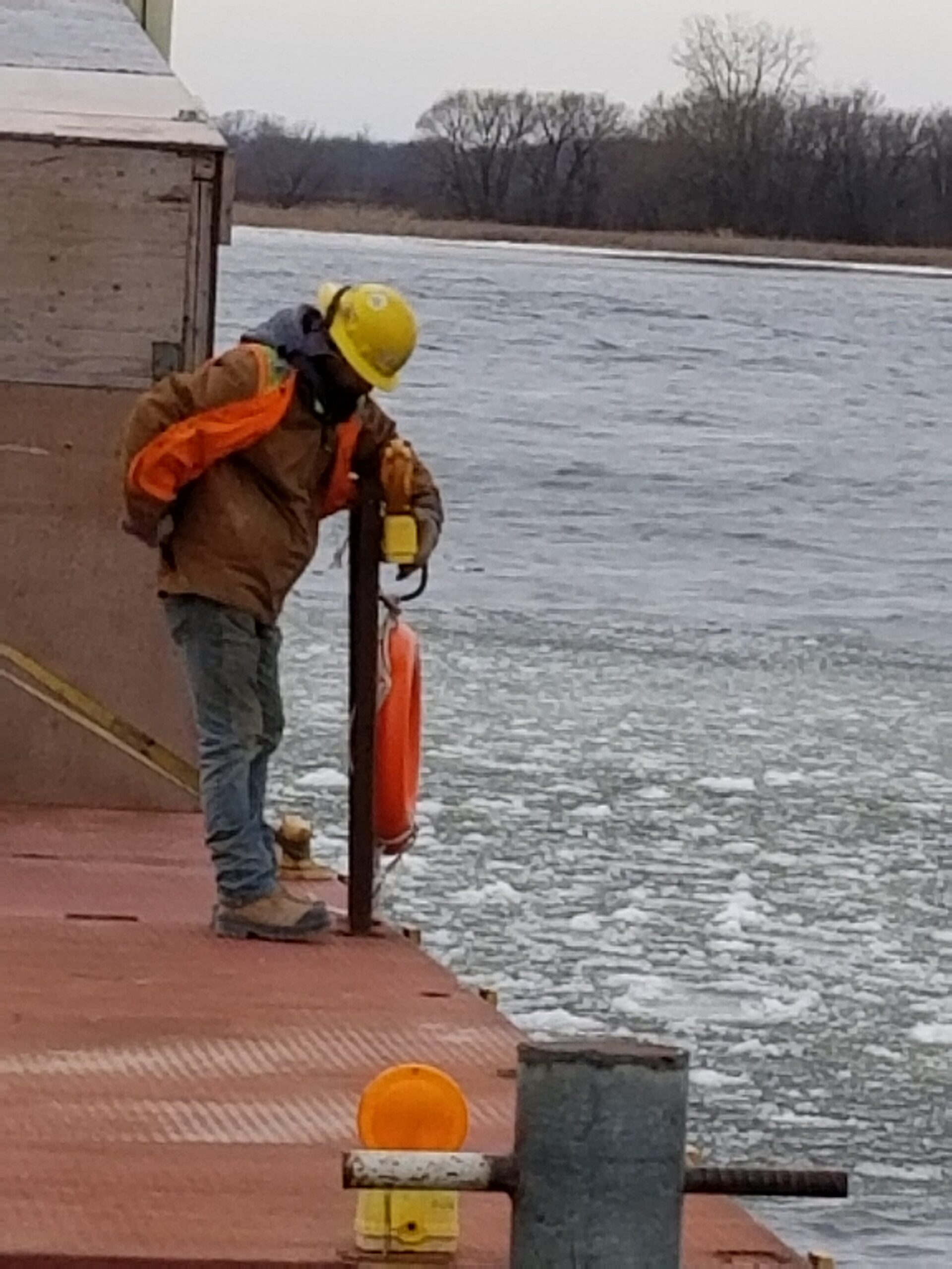 Installing beacon lights on the barges
