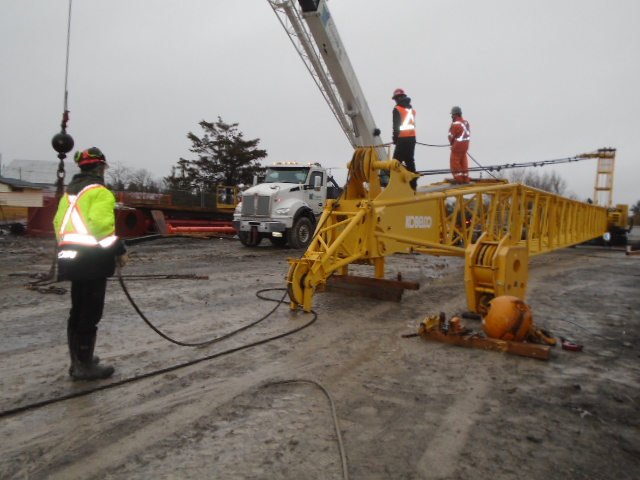 Removing the cables from the crane boom