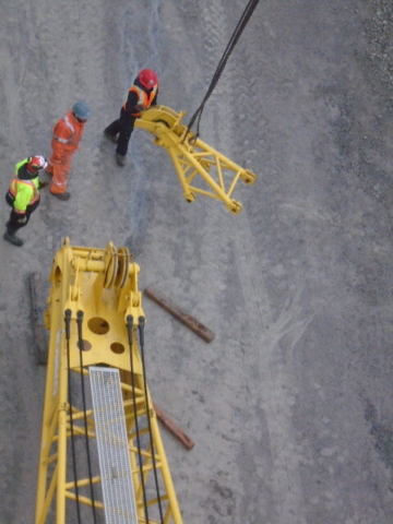 Dismantling the crane boom