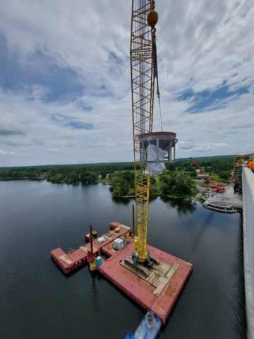 Lifting the hoppers from the boat to the bridge deck using the 200-ton crane