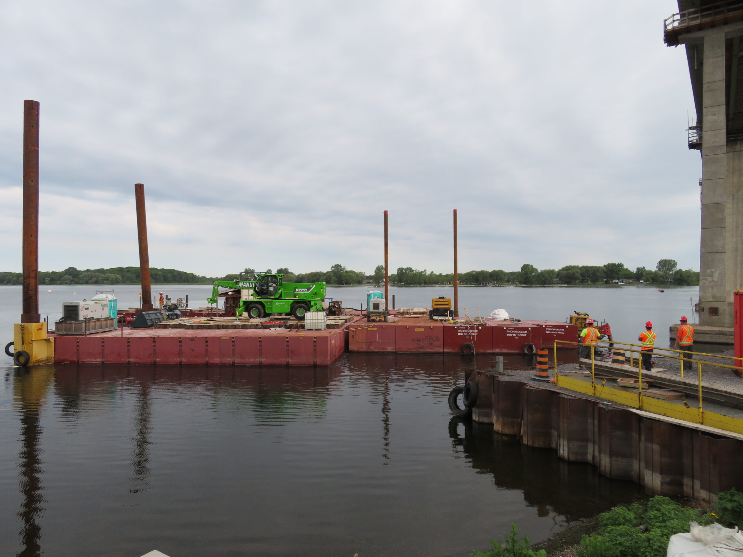 Bringing the barges into the dock