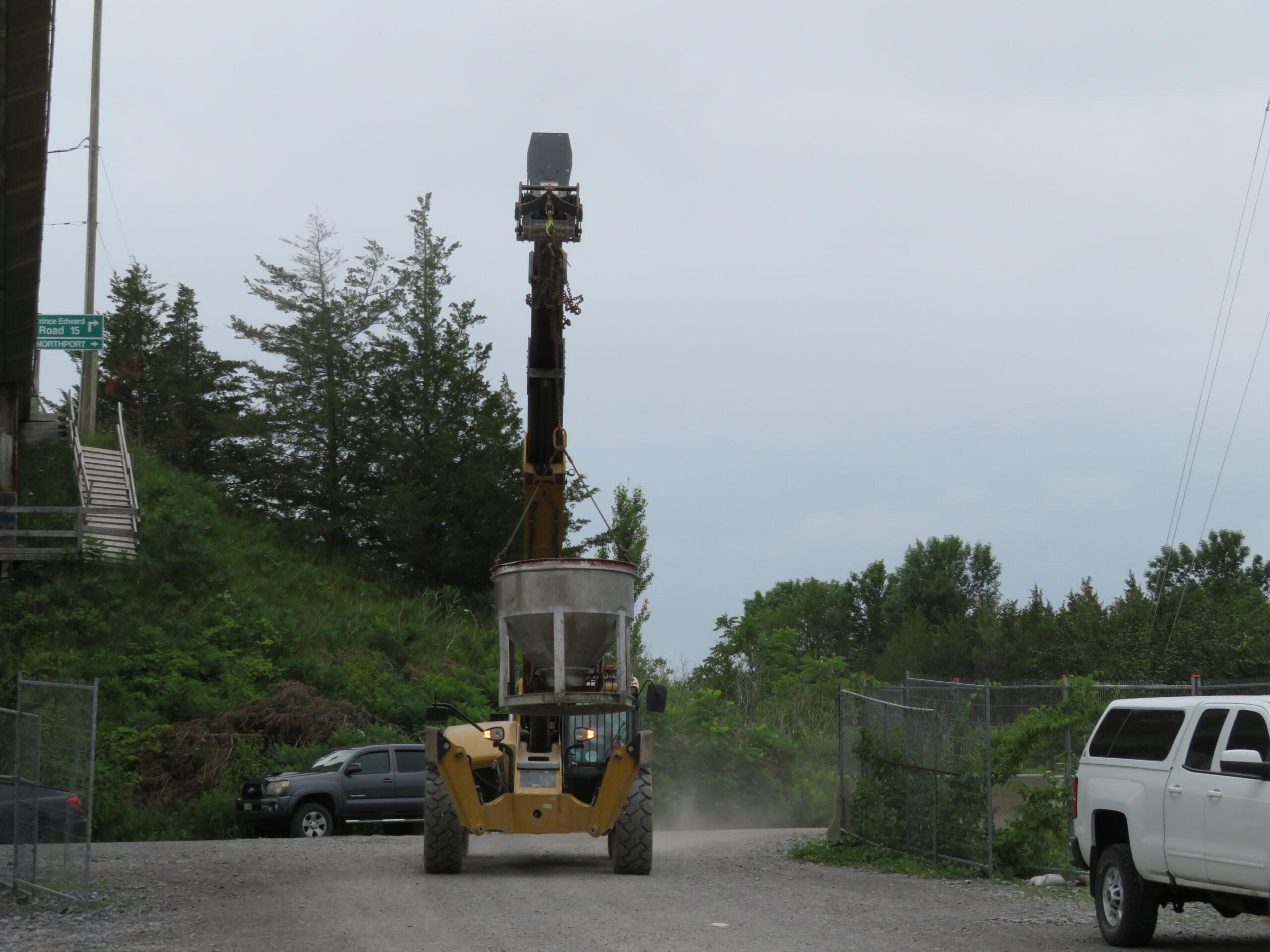 Telehandler delivering the hopper for concrete placement