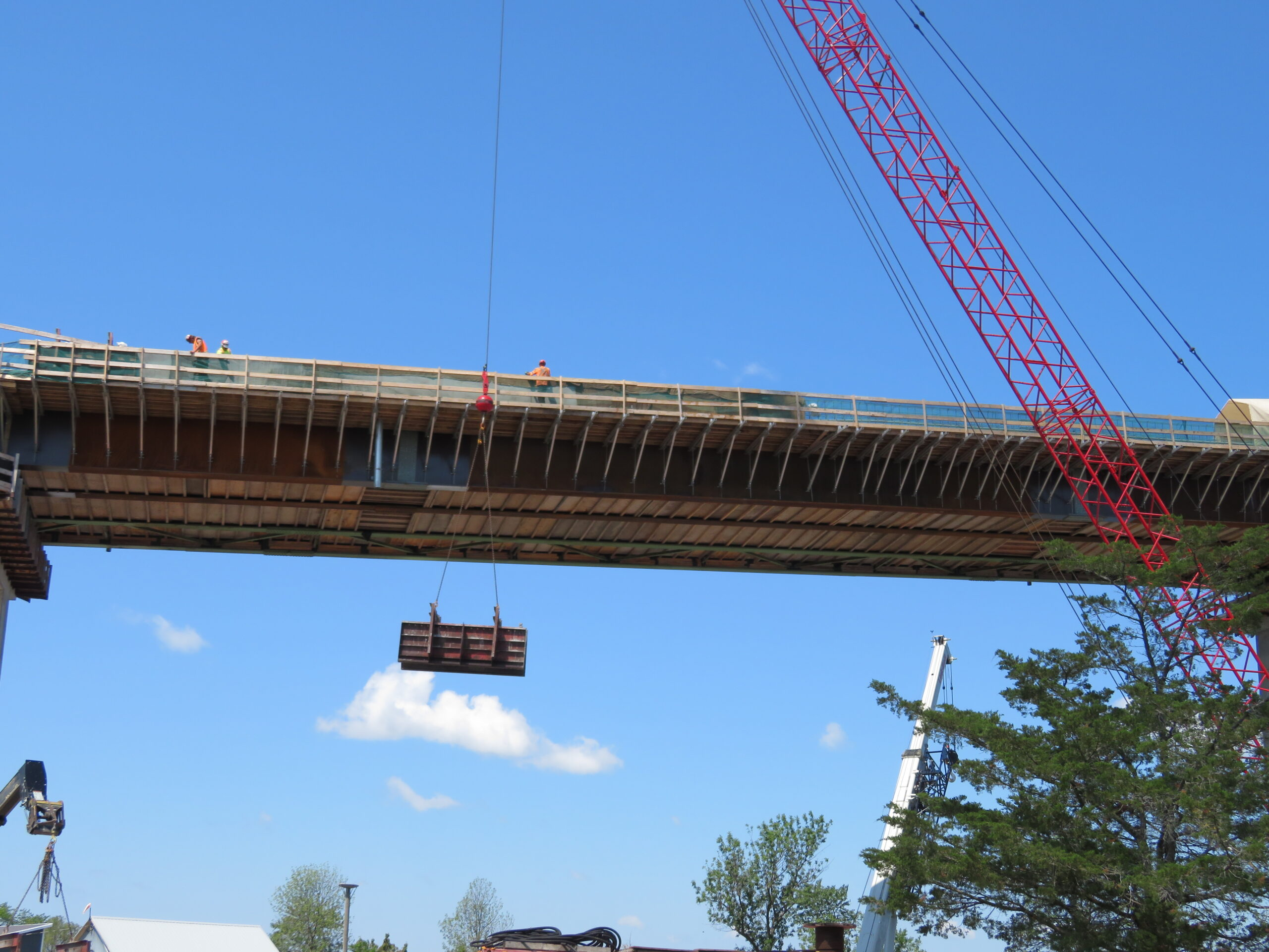110-ton crane lowering the formwork from the deck