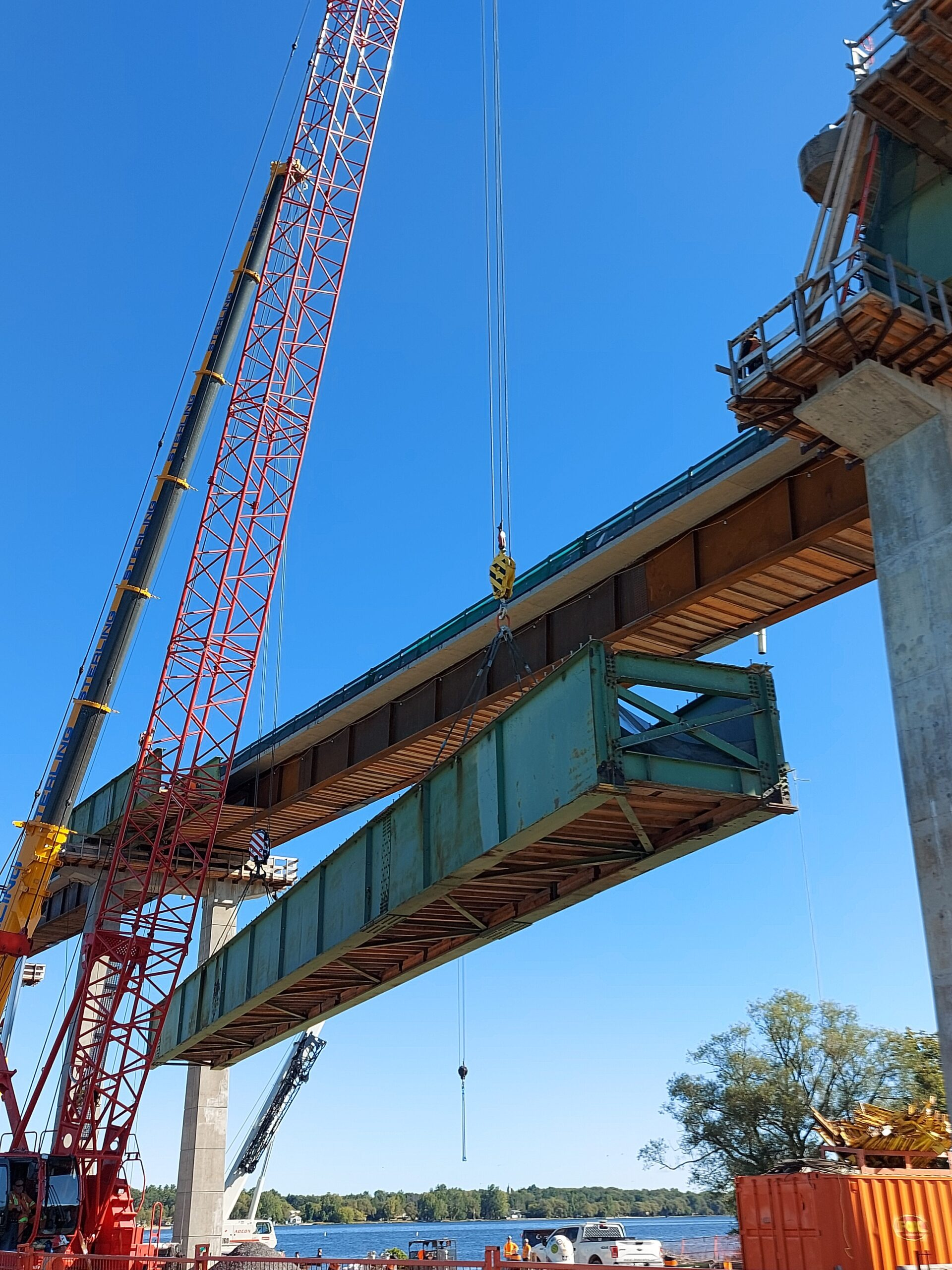 110 and 300-ton cranes lowering the approach girder