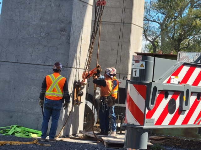 Loosening the support cables for the hammerhead girder removal