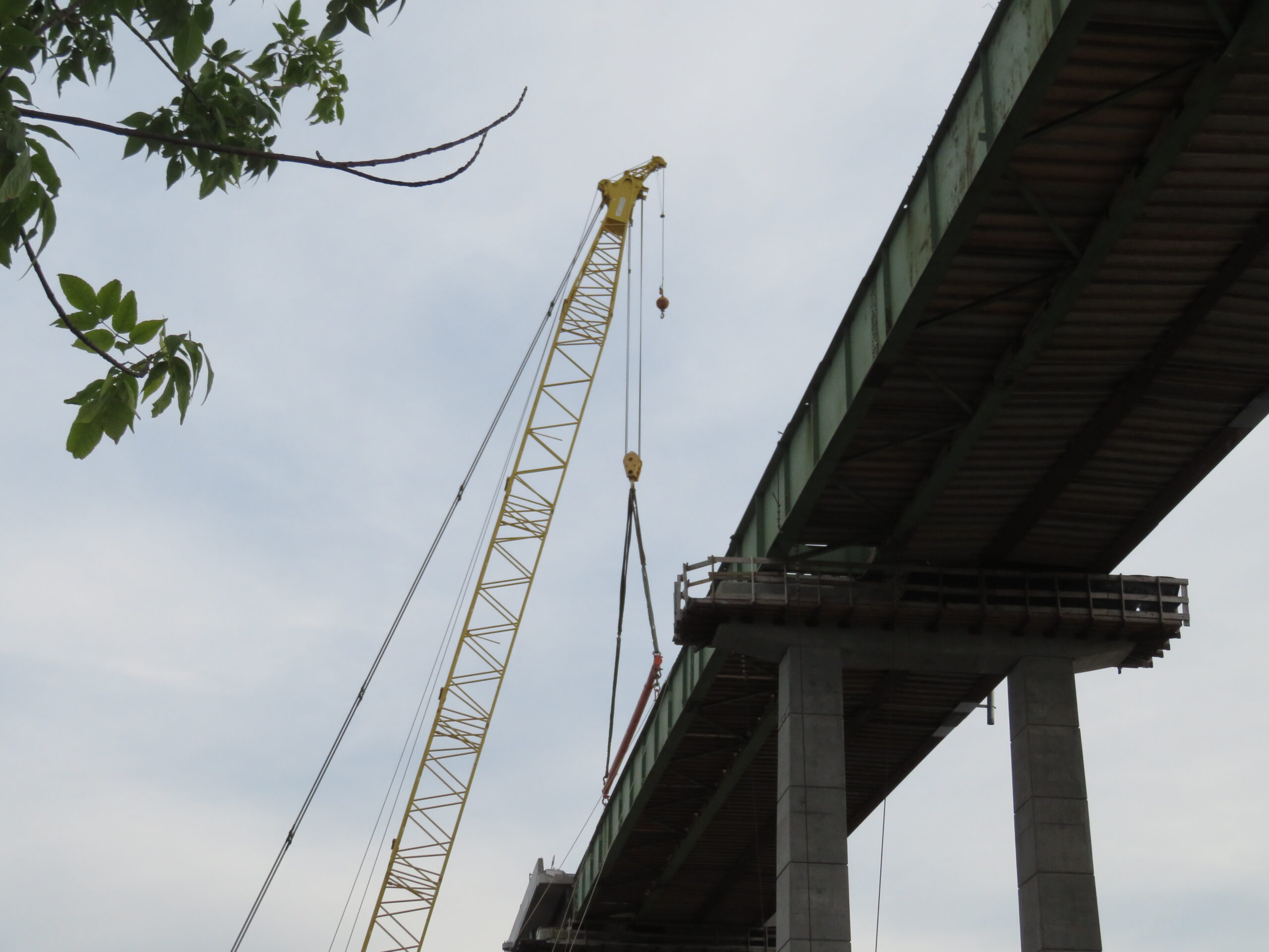 Spreader bar hooked up to the girder for removal