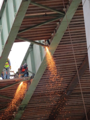 Removing the bracing for girder removals