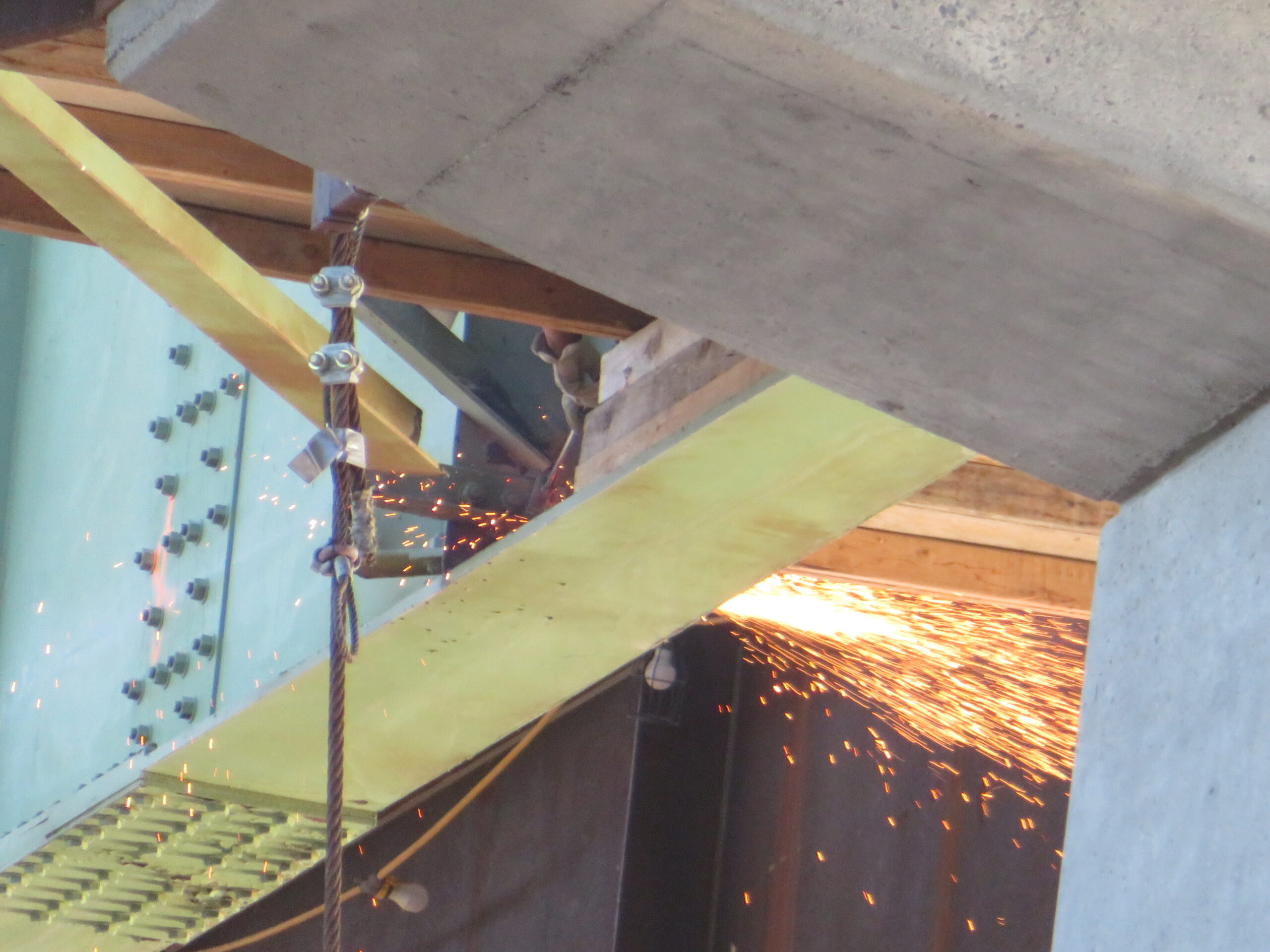 Cutting bracing for the second girder section